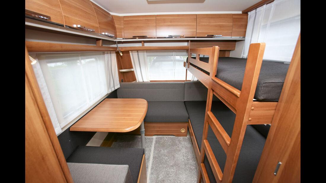 Fendt Saphir 515 SKE mit Betten für drei Kinder
