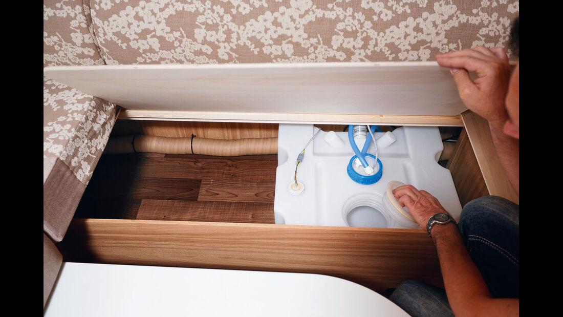 Frischwassertank fasst über 40 Liter in der linken Sitztruhe