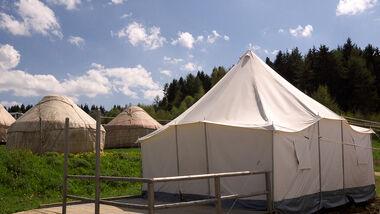 Fünf und demnächst sechs Tuareg-Zelte sorgen auf der Schwäbischen Alp für ein besonderes Campingvergnügen.