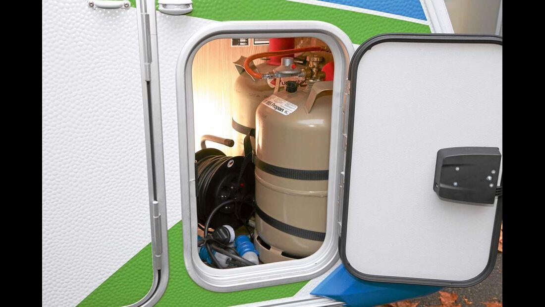 Gaskasten unterm Bett mit Platz für zwei Elfkilo-Flaschen beim Knaus Sport & Fun