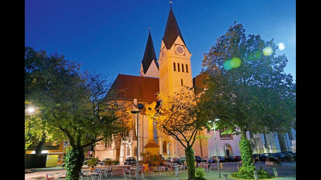 Geschlossen und herrschaftlich wirkt die barocke Bebauung mit Bischofsresidenz und Domherrenhöfen
