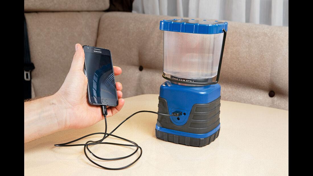 Handys aufladen ueber USB.