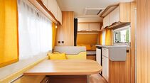 Helle Möbel, frische Farbakzente und die gelungene Aufteilung sorgen im Weinsberg für ein luftiges Raumgefühl auf kleinerer Fläche.