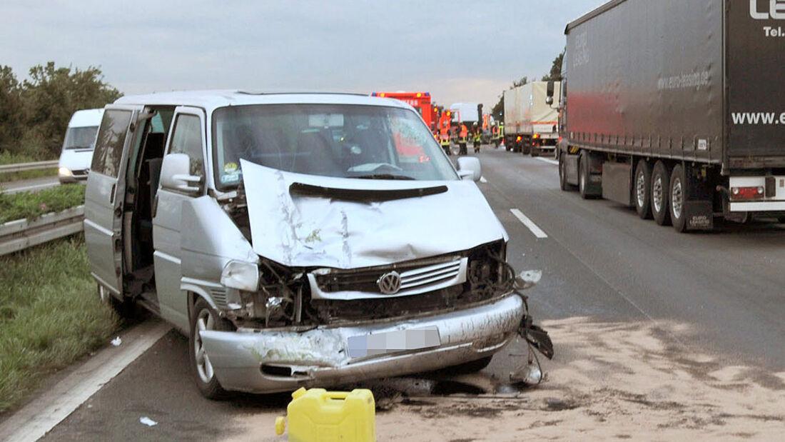 Im Falle eines Unfalls kann eine Vollkasko-Versicherung Gold wert sein. Die Beispiele der jeweils vier Jahre alten Autos zeigen, dass sich der Aufpreis für die Vollkasko im Vergleich zum Teilkasko-Schutzumfang weiterhin rechnet.