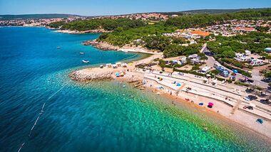 In bevorzugter Lage auf der Insel Krk gelegener Platz mit einem Wasserpark und weiteren attraktiven Angeboten für Kinder und Erwachsene.