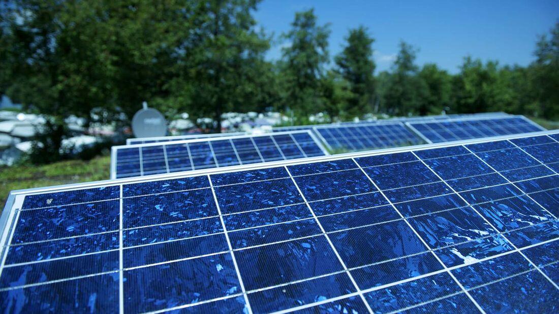 Klimafreundlich Campen: Solaranlage auf dem Campingplatz