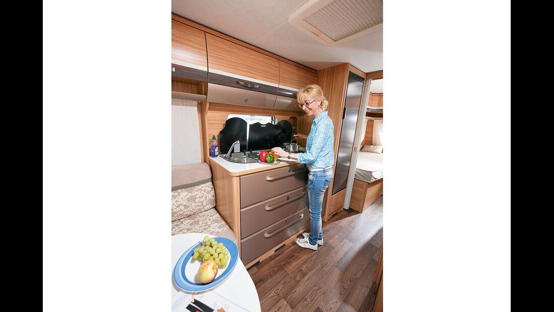 Küche mit genügend Stauraum und Arbeitsfläche