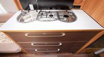 Küchenblock mit breiten, selbsteinziehenden Schubladen