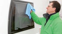 Kunststofffenster vor dem Reinigen erst gründlich abspülen.