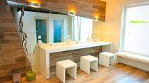 Luxus-Sanitärhaus in frischem ansprechendem Design.