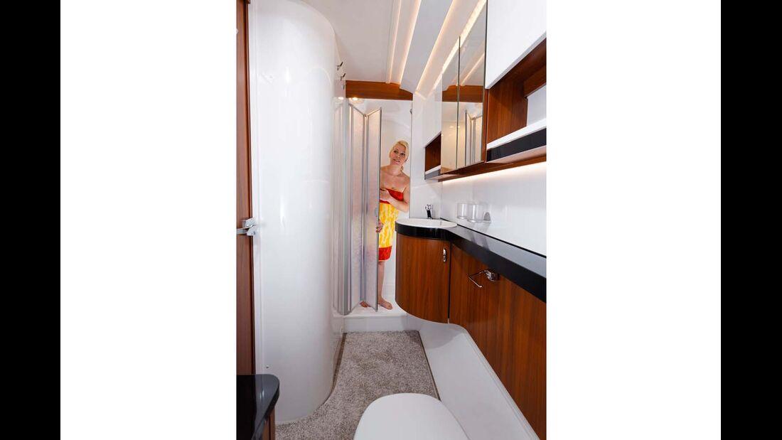 Mit großem Boiler (Serie) und City-Wasseranschluss (Option) ist die Dusche bestens nutzbar.