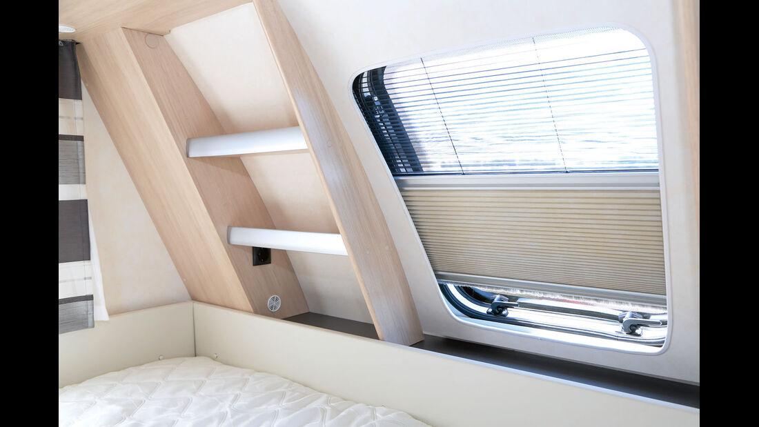 Modelle mit Bugbett mit Frontfenster, Regalsystem mit 230-Volt-Steckdose und hochwertigere Faltplissees.