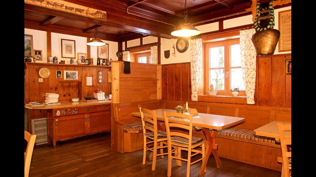 Nach dem Rodeln lädt der urige Berggasthof Giebelhaus zur Einkehr ein.