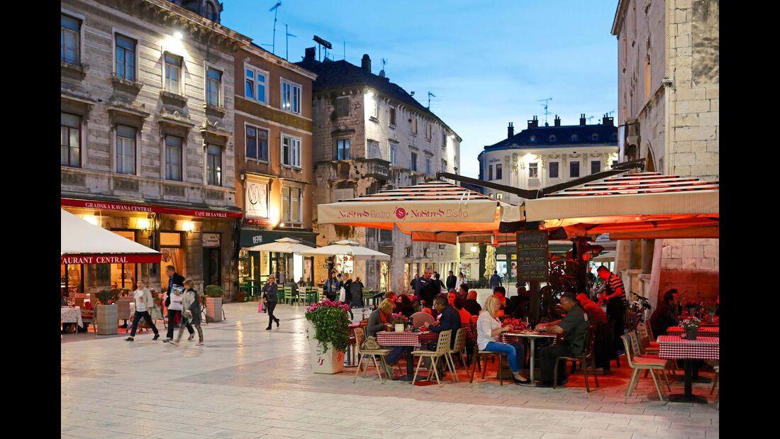 Narodni trg, der Volksplatz in Split, ein wichtiger Versammlungsort seit dem 14. Jahrhundert.