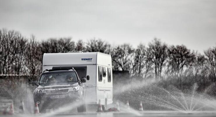 Neulinge oder Geübte im Gespannfahren können im Fahrsicherheitszentrum Rhein-Erft Erfahrungen erwerben sowie vertiefen