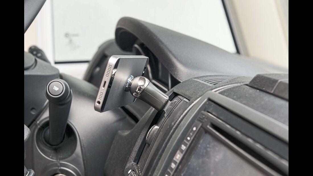 Nite Ize bietet mit dem Steelie eine kleine Magnethalterung für die Lüftungsschlitze an.