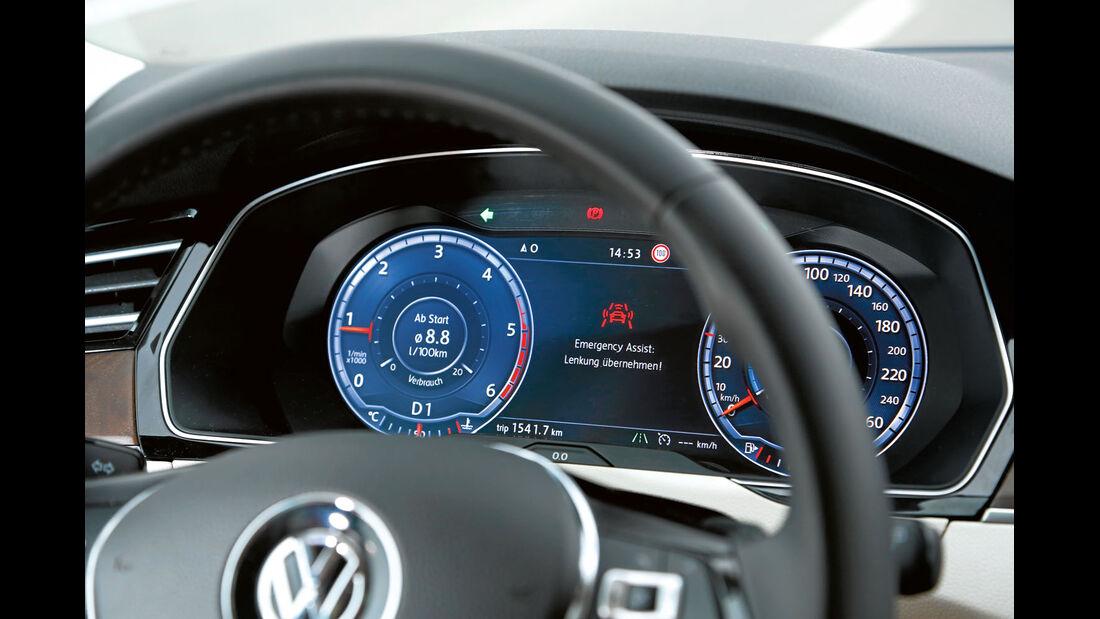Notfallassistent mit verschiedenen Warnstufen beim VW Passat