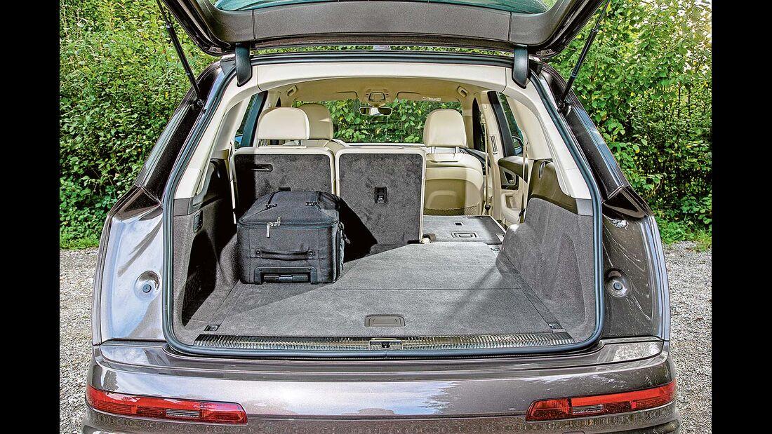 Ohne umgelegte Rücksitzlehne misst der Kofferraum 890 Liter.