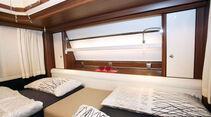Opal 515 SG: neues, hübsches Regal im Kopfbereich des Schlafzimmers mit den komfortablen Einzelbetten.