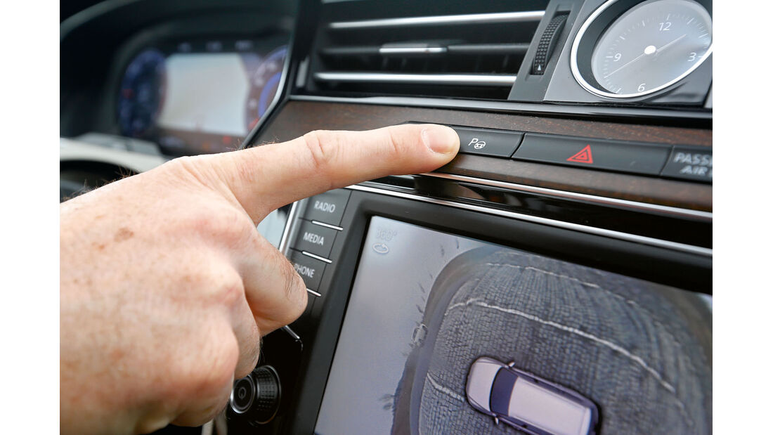 Parkplatzsuche mit Sensoren beim VW Passat