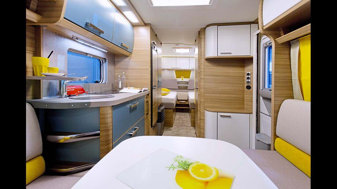 """Pep 530 E: Einzelbettklassiker, hier mit Polster """"Sunny Yellow"""". Die Querbank der Sitzgruppe ist verstellbar."""
