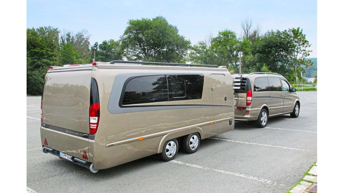 Peter Pfeil wollte haben, was es nicht gibt: einen Caravan mit schickem Mercedes-Design und ROADSTER PARKPLATZ.