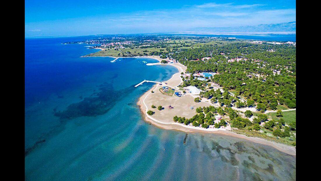 Quirlige Anlage mit vielen Freizeitangeboten wie Wasserpark  und großem Strand. Viele Restaurants und Einkaufsmöglichkeiten auf dem Platz.