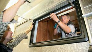 Reparatur am Reisemobilfenster