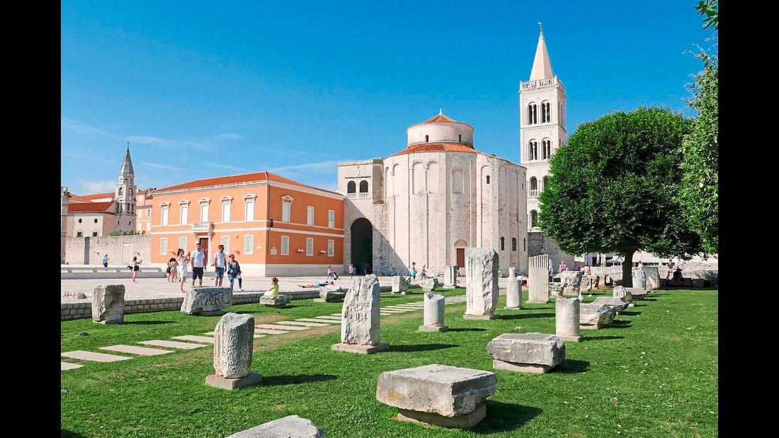 Reste des Forums der jahrtausendealten Stadt zeugen von der römischen Periode ihrer Historie.