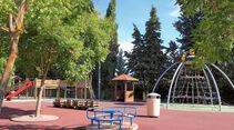 Riesenspielplatz, wo die Kleinen nach Herzenslust toben koennen.