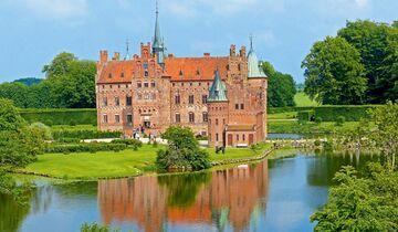 Schloss Egeskov hat über 400 Jahre Geschichte erlebt und ist doch völlig im Heute angekommen.