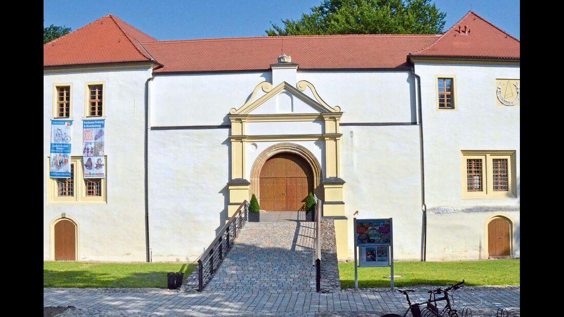 Schloss und Festung mit Geheimgängen, Pulverturm.