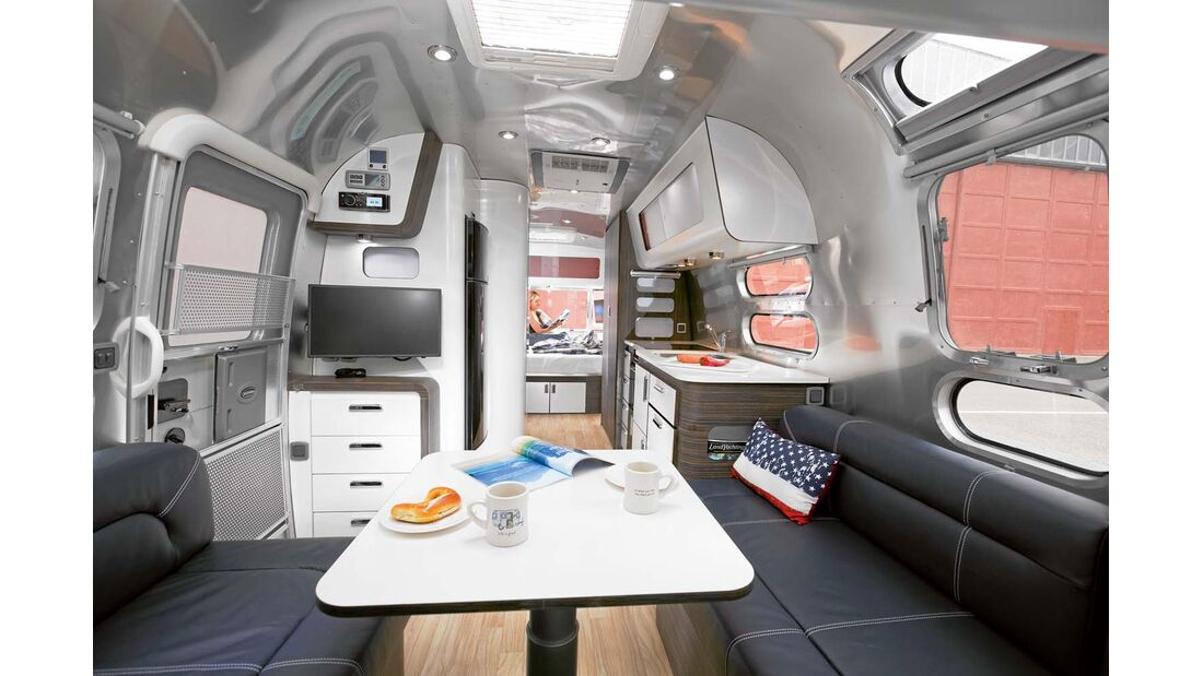 Sitzgruppe im Airstream 684