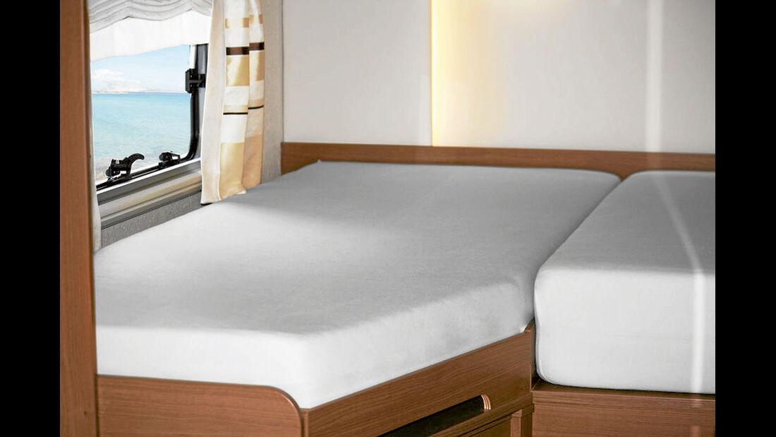 Spannbetttuecher, die für die Betten in Freizeitfahrzeugen angefertigt wurden, sehen besser aus.