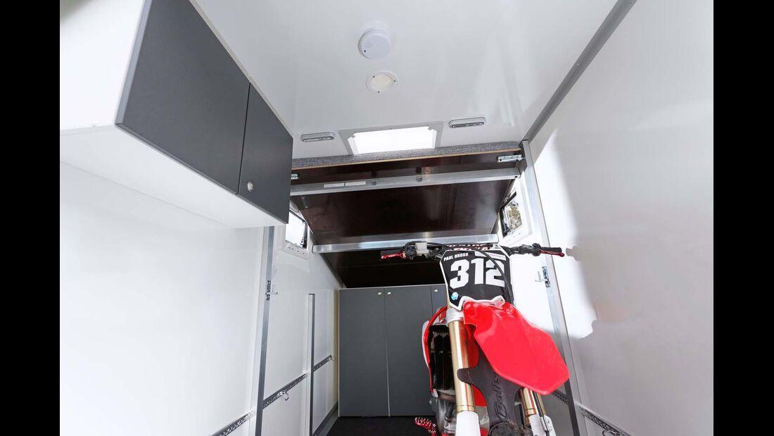 Sportcaravan SP 3000 Bett unter Dach für Ladehöhe