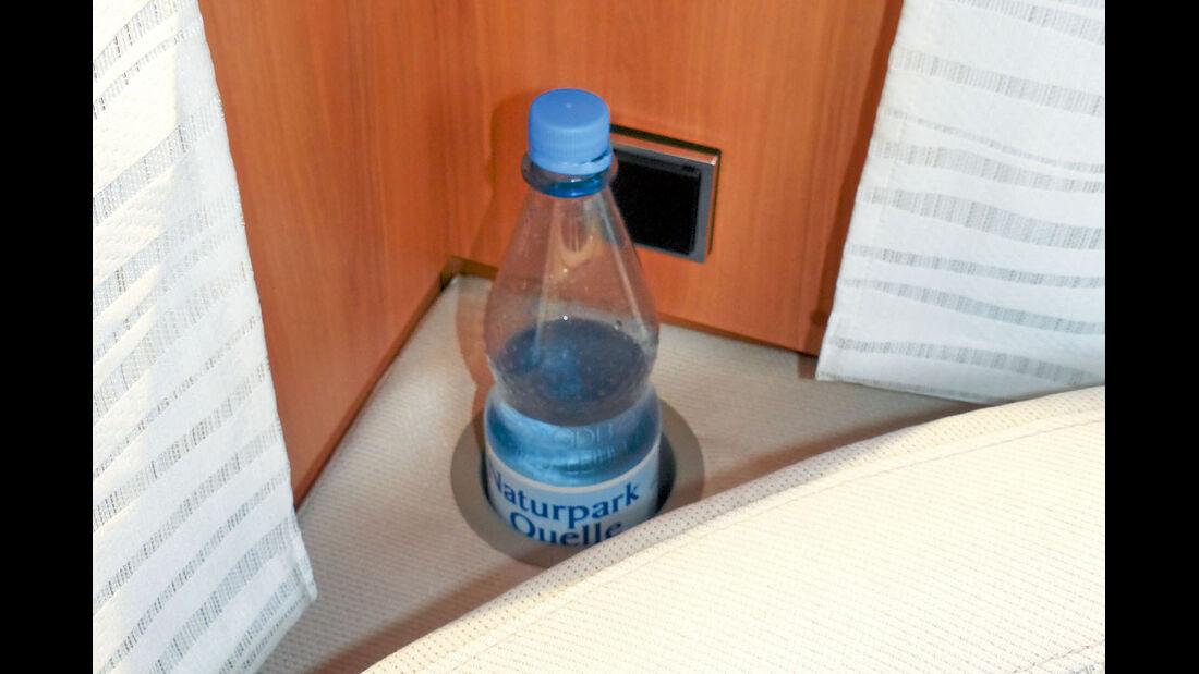 Supertest: Eriba Nova SL 536, Getränkehalter