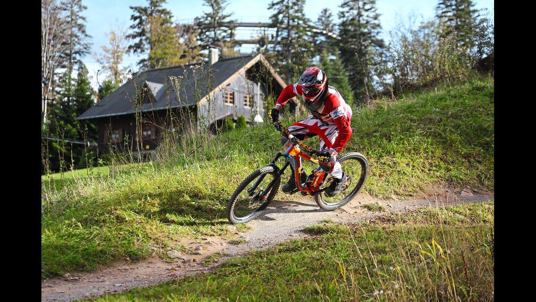 Teils gepfefferte Downhilltrails am Sommerberg in Wildbad lassen das Herz eines jeden Bikers höher schlagen.
