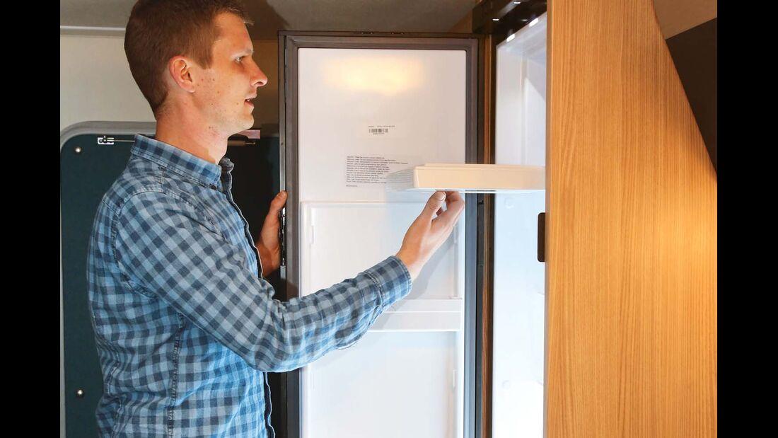 Thetford-Kühlschrank nutzt begrenztes Platzangebot gut aus im Knaus Sport & Fun