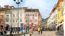Vielfältig und bunt präsentiert sich die Altstadt von Bozen.