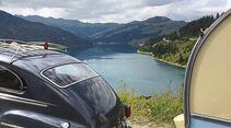 Volvo PV 544 mit Dethleffs Beduin Lac des Roselend