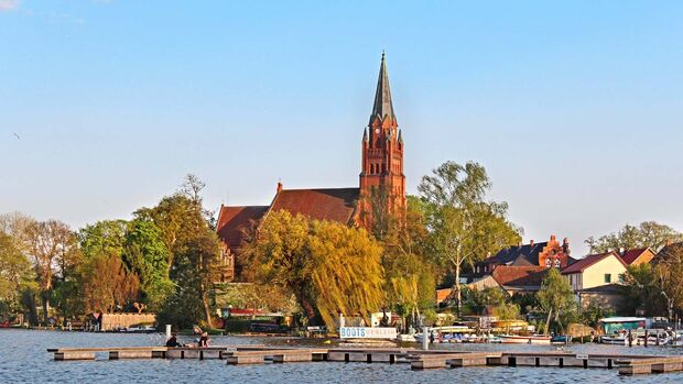 Vom Turm der Kirche hat man einen der schönsten Panoramablicke über die Müritz.