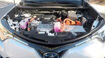 Vorn arbeitet der 2,5-Liter-Atkinson-Benziner mit dem 143-PS-Elektromotor zusammen.