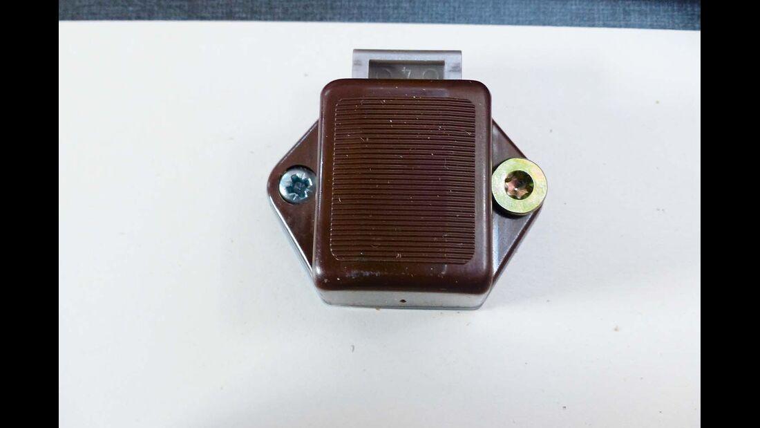 Wegen zu kleiner Schrauben konnten die Pushlocks aus den Fronten gedrückt werden.