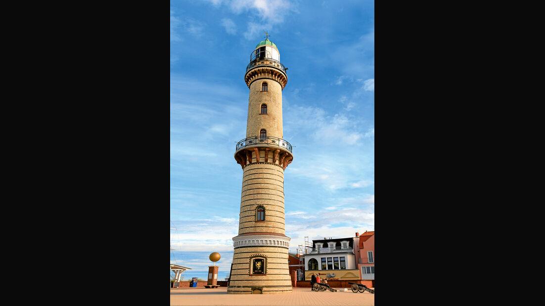 Weithin sichtbares Wahrzeichen von Warnemünde: der Leuchtturm von 1898.