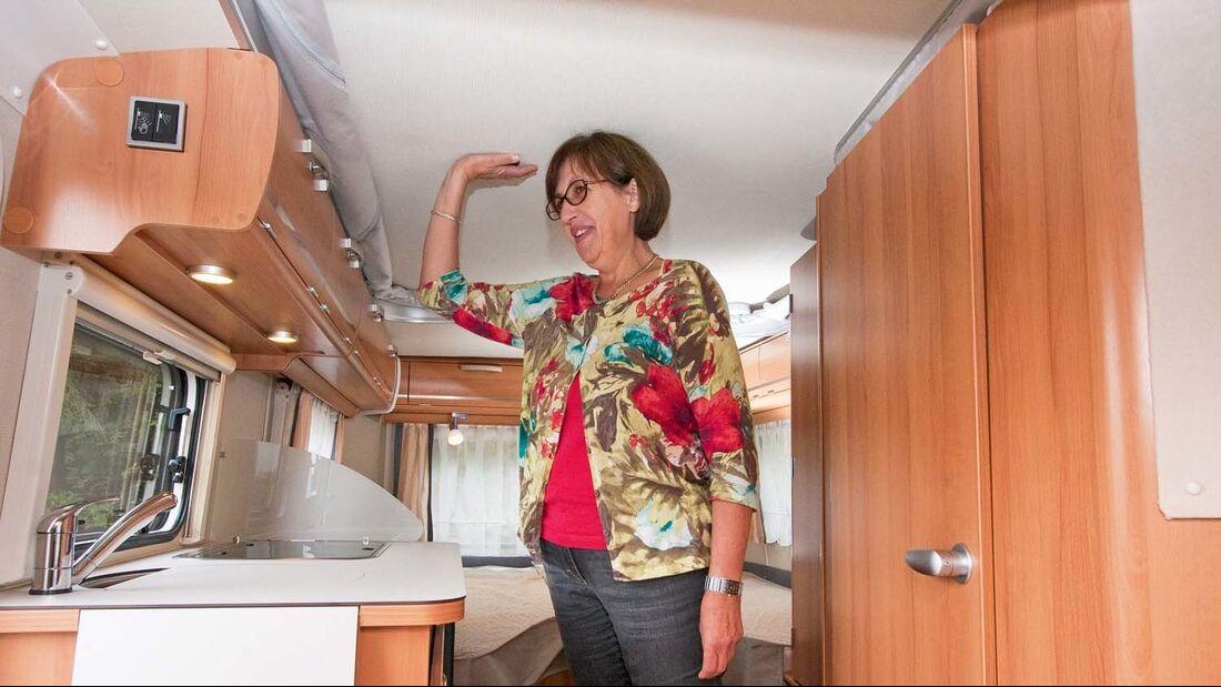 Wer unter 1,70 groß ist, kann im Touring auch bei geschlossenem Hubdach noch stehen.