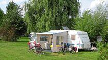 Wir stehen gut auf dem grünen Campingplatz Neßhof in Guderhandviertel.