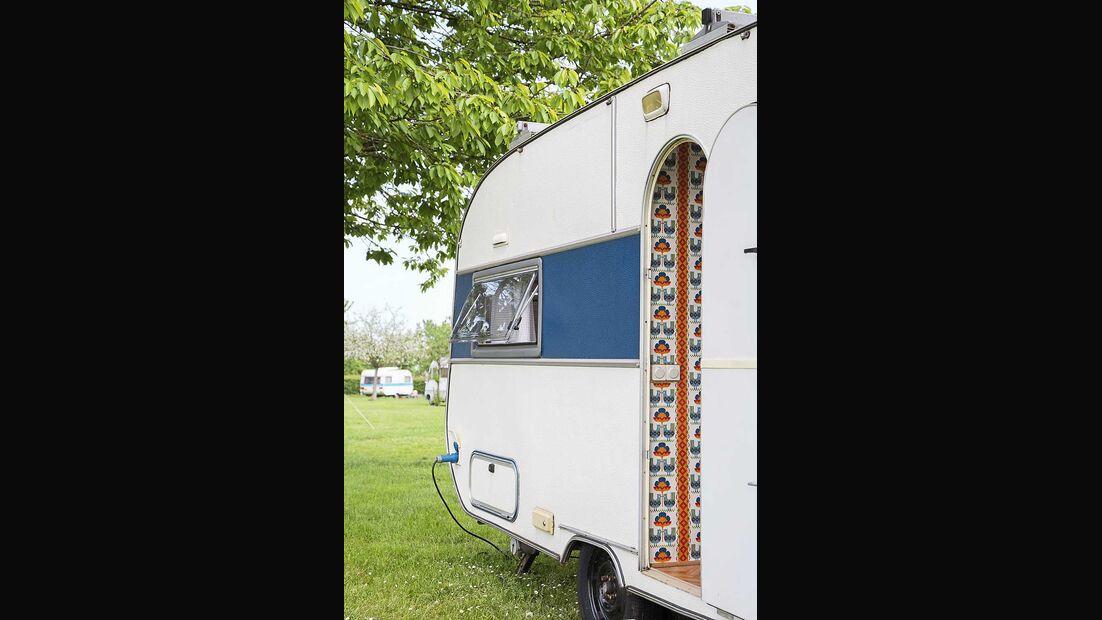 Wohnwagen Brummi Eingang Retro-Tapete