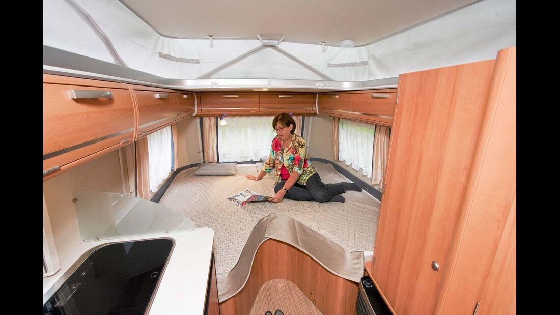 Zwei getrennte Matratzen bilden ein Einzel-/Doppelbett