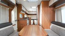 helle Möbelfronten, viele Fenster und Dachhauben im LMC Vivo