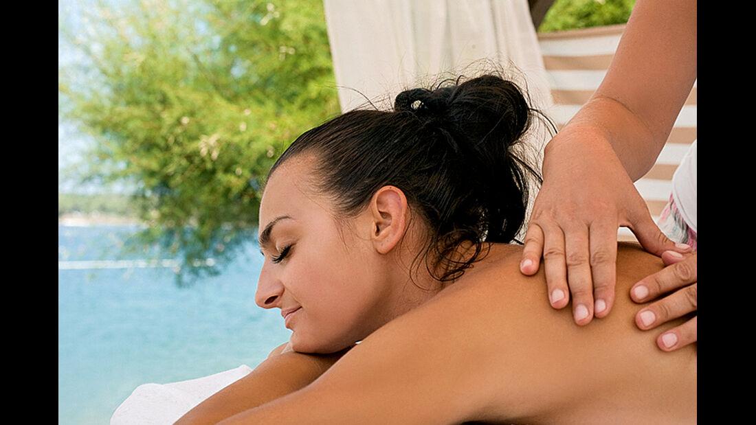 professionelle Massage am Strand